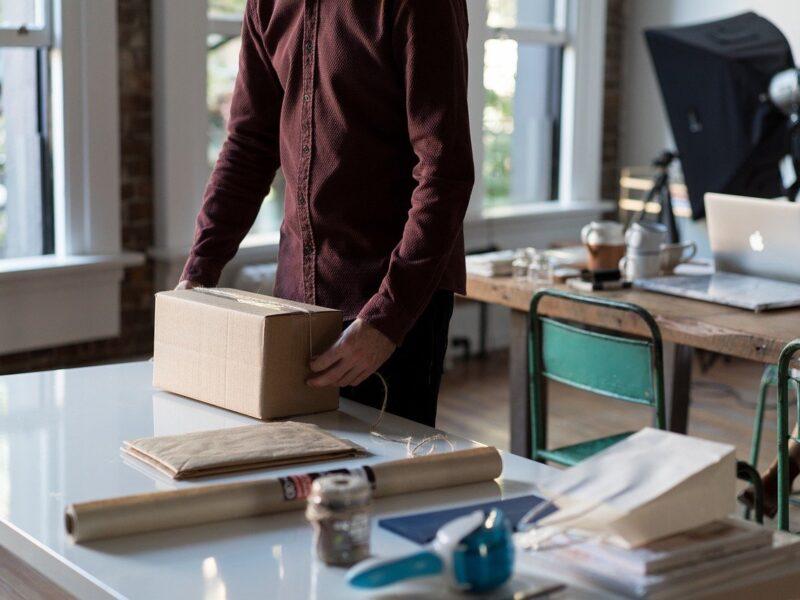 Qual è il modo più semplice e sicuro per spedire un pacco?